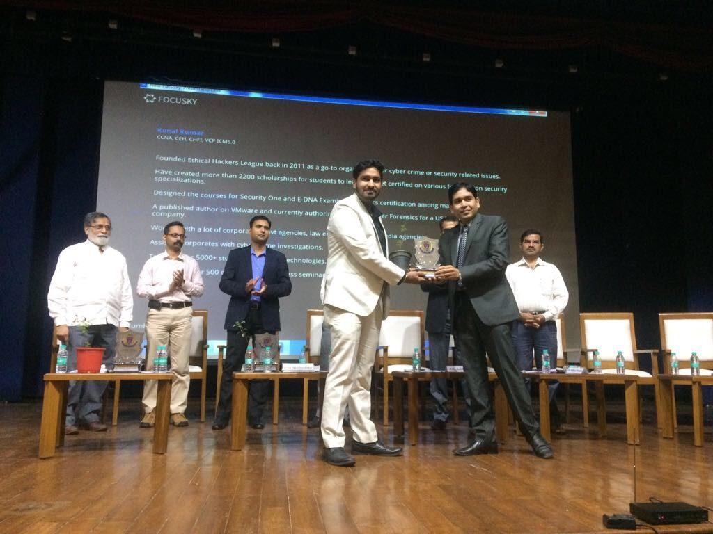 Kunal receiving Cyber Crime Helpline Awards 2017