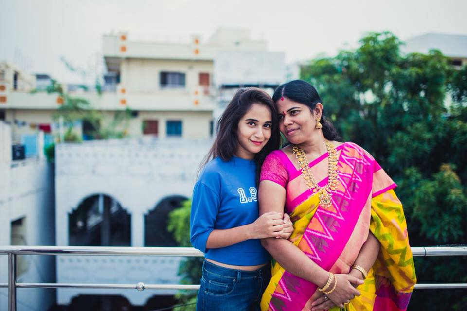 Deepthi Sunaina  with her mother