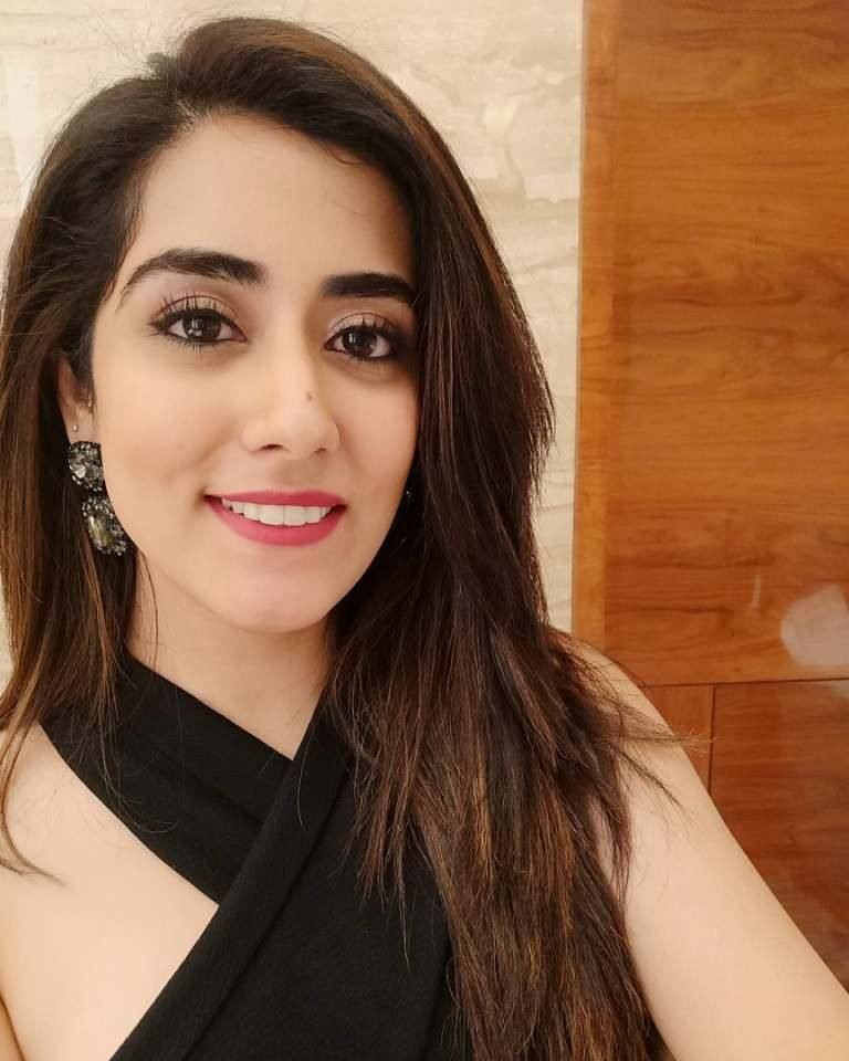 Jonita Gandhi: Wiki,Height, Age, Family, Biography & More