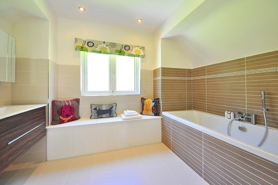 Why Use Glass Tiles In Your Bathroom?