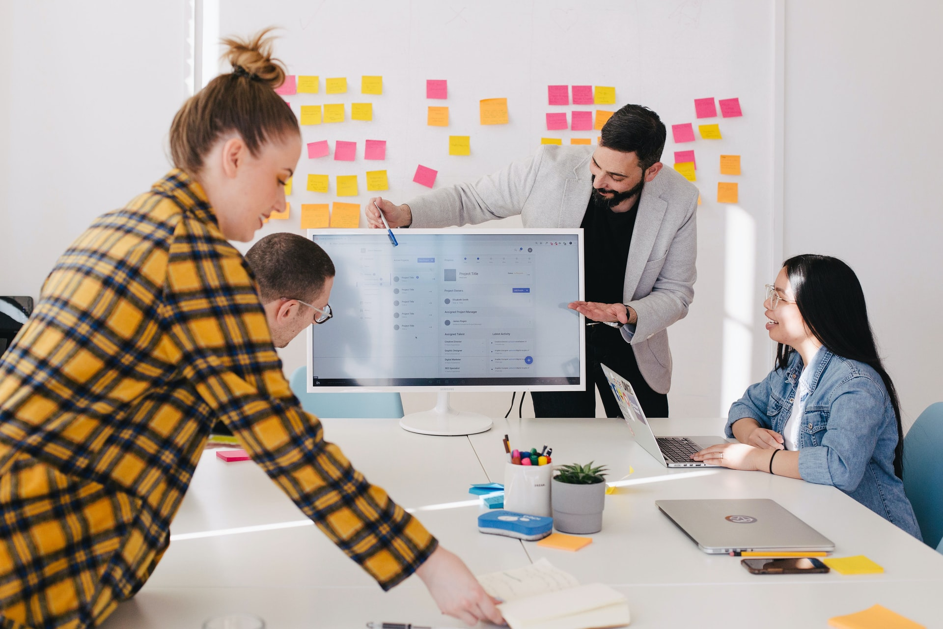 4 of The Best Sales Training Tips to Fast-Track Your Startup's Growth