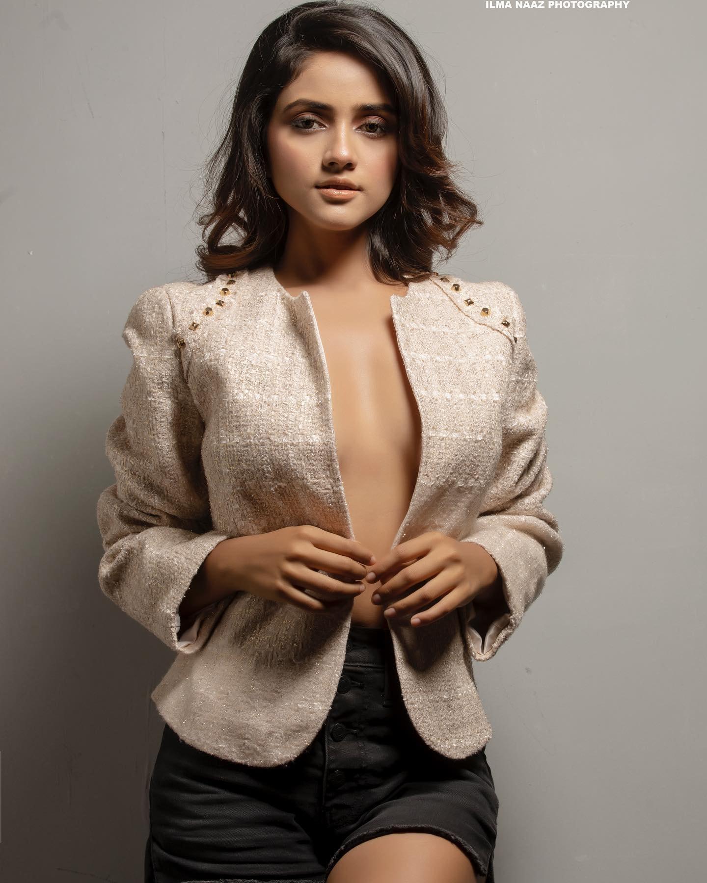 Nisha Guragain Photo/Image/Picture