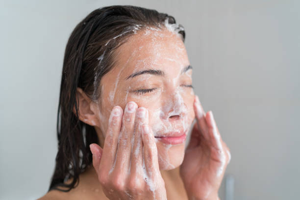 5 Best Face Wash for Women In India To Get A Clear Glowing Skin